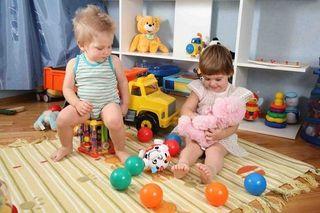 Ученые: Родители не должны часто играть со своими детьми