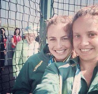Британская королева «испортила» селфи австралийским спортсменкам