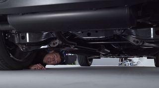 Днище нового Nissan Qashqai. Кадр: YouTube-канал Carwow