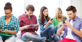 Британцы в среднем тратят на мобильные устройства больше времени, чем на сон