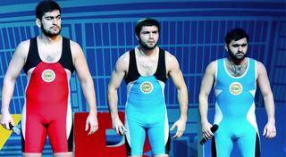 Костюм сборной «Борцов» без «ракушек» / Фото: YouTube / Официальный канал КВН