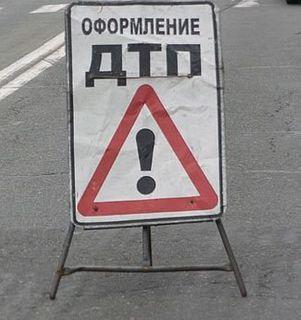 В Новороссийске автомобиль врезался в дерево, двое погибших