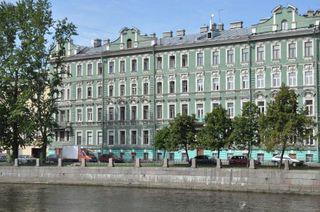 В Петербурге 5-летняя девочка выпала из окна квартиры