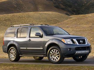 Nissan Pathfinder третьего поколения