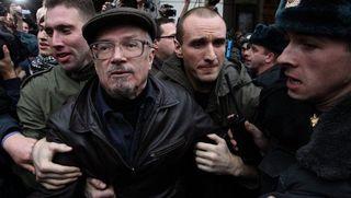 Московская полиция задержала Эдуарда Лимонова во время акции на Триумфальной площади