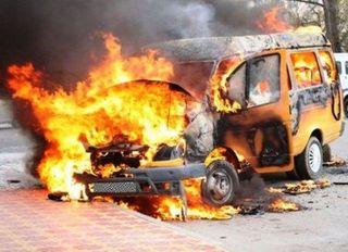 В Нижнем Новгороде сгорели за ночь 2 микроавтобуса