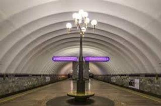 На рельсы в петербургском метро упал человек