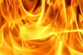 В городе Шахты на Хабарова мужчина поджёг свою подругу