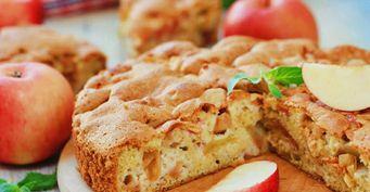 Яблочная шарлотка за 15 минут: Когда гости на пороге