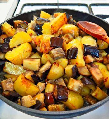 «Картошка по-сибирски» сбаклажанами, вместо мяса