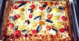 Как сардина в пиццу угодила: Рецепт пиццы с сыром и консервами