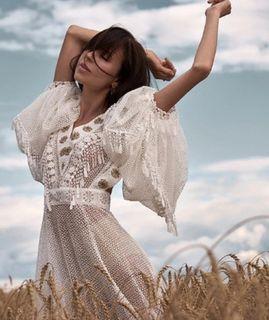 Карпович вбелом платье-сеточке. Источник фото: Instagram