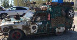 «Гроза всех лакированных авто»: Всети оценили постапокалиптический «Москвич» в металлическом обвесе