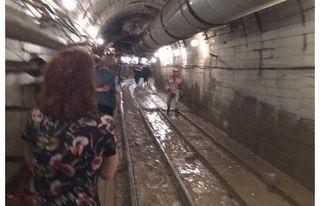 В Москве восстановить движение метро на месте аварии пообещали за 30 часов