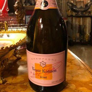 Шампанское «Вдова Кобзон» Фото: yaplakal.com (Чрезмерное употребление алкоголя вредит Вашему здоровью)