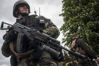 ВР разрешила силовикам стрелять без предупреждения в зоне АТО