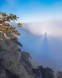 Круглая радуга иявление под названием Брокенский призрак