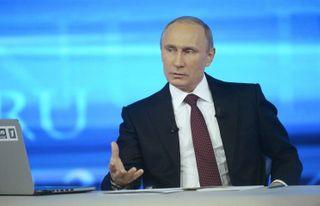 Путин: российские военнослужащие в Крыму действовали корректно