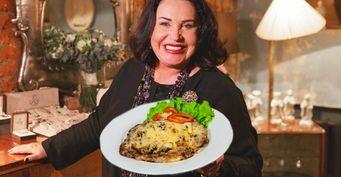 Бабкина питается, как «простые смертные»: Рецепт мяса с грибами от звезды