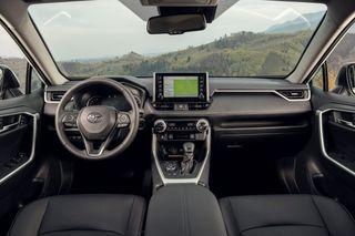 Фото: Интерьер новой Toyota RAV4, источник: Toyota