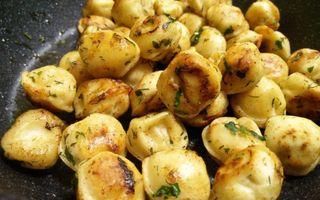 Жареные пельмени на сковороде; Фото: twitter.com/coldsemenova