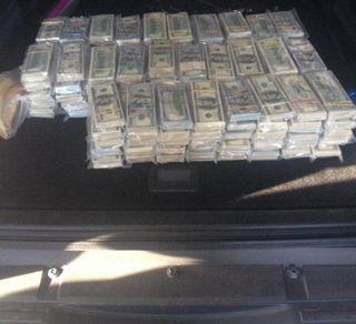 Украинец хотел вывезти в Россию 2,8 миллиона долларов в бензобаке Pajero