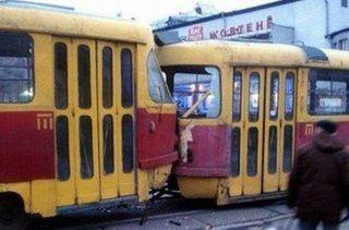 7 человек пострадали в результате столкновения двух трамваев в Харькове