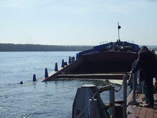 На реке Камчатка перевернулась грузовая баржа, погиб один человек