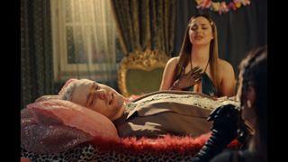 Крид снялся с двойником Вали Карнавал в клипе Pussy Boy