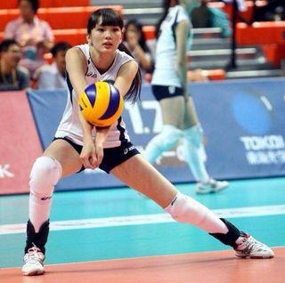 17-летняя волейболистка из Казахстана стала королевой китайских соцсетей