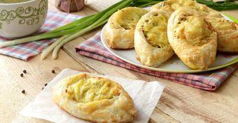 Хрустящие пирожки-лодочки смясом исыром: Без заморочек стестом