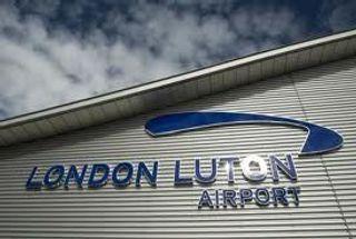 В Лондоне в аэропорту Лутон уничтожен подозрительный чемодан