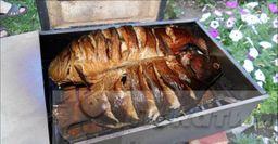 Свежевыловленный сазан в походной коптильне. Рецепт от рыбака