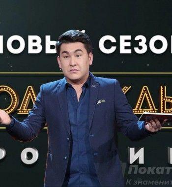 Мусагалиеву пора насцену. Зрители «Однажды вРоссии» после песни Азамата ждут закрытия шоу