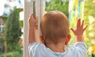 В Таганроге двухлетний ребенок  выпал из окна