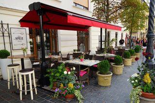 Уютные кафе Будапешта встретят недорогим меню. Фото: Pixabay
