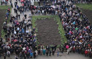 В Донецке федералисты митингуют у здания аэропорта