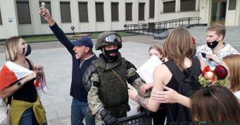 «Мент, немент— главное, чтобы человек был хороший»: Россияне заступились заМВД Беларуси
