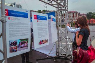 Активисты проекта «Сеть» провели инсталляцию «Неизвестная Россия» во Владивосток