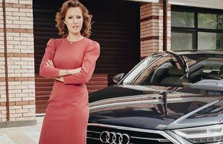 Больше неамбассадор Audi, нонаA8 D5 всё ещё ездит, утверждает сама Ксения. Фото: rbc.ru