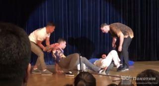 Драка резидентов Comedy Club с мэром Северогорска может быть постановочной / Фото: YouTube/Comedy Club