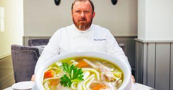 Ивлев раскрыл все хитрости Куриного супа с лапшой: От яичного теста до идеального бульона