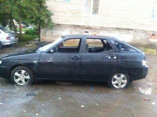 В Ижевске девушка разбила машину дубинкой