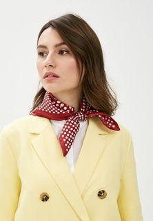 Удачное сочетание платка Eleganzza (1603 рубля) и строгого костюма. Фото - https://www.lamoda.ru/
