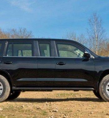 Пуленепробиваемый лимузин как для Путина: Показан Toyota Land Cruiser XL