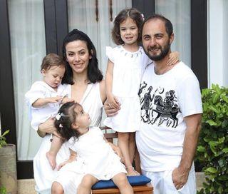 Многодетная семья Карибовых (настоящая фамилия комика). Источник: Instagram@pela_kos