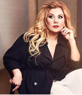 Марина Федункив в наряде с правильным вырезом