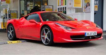 Владелец Ferrari 458 Italia отсудил у властей 10 тысяч фунтов за яму на дороге