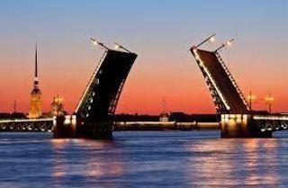 В Санкт-Петербурге в Неву с моста упал автомобиль