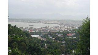 На Гаити автобус упал в овраг, погибли 23 человека
